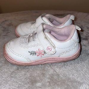 Stride Rite 5M Natalia white Velcro sneakers